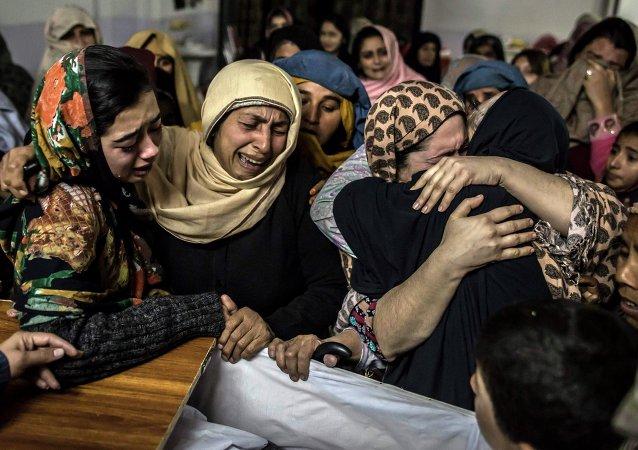 Women mourn their relative Mohammed Ali Khan