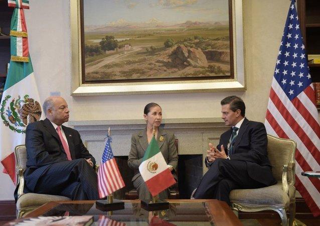 Встреча президента Мексики Энрике Пенья с секретарем национальной безопасности США Йехом Джонсоном 16 декабря 2014