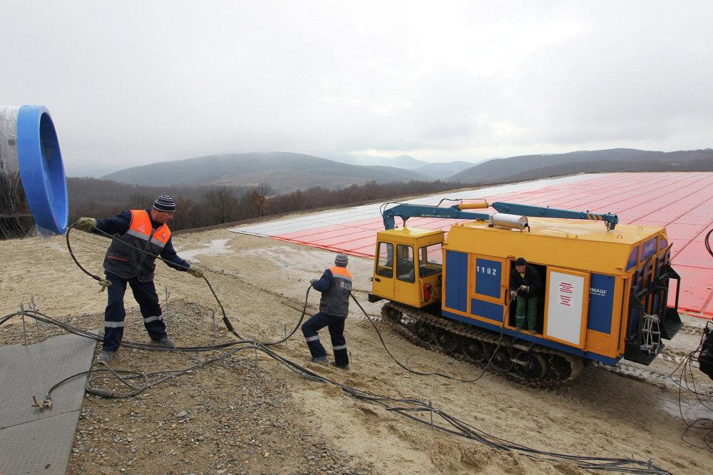 Рабочие на строительной площадке газопровода Южный поток в Анапе