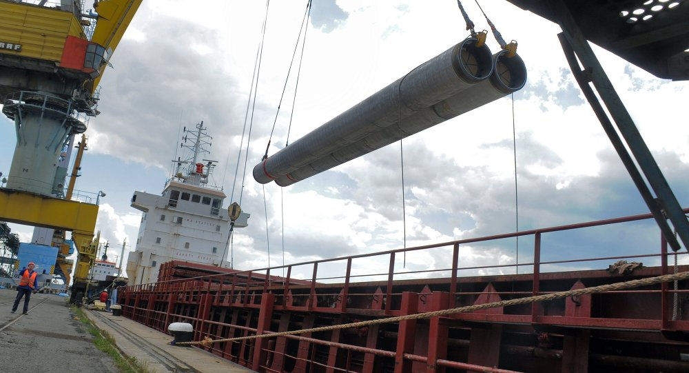 Разгрузка труб для Морского газопровода Южный поток для складирования в порту Бургас