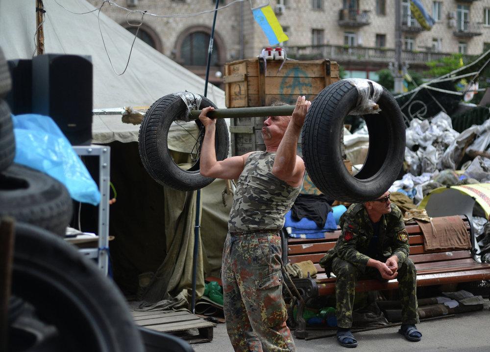 Обитатели палаточного городка на Площади Независимости в Киеве