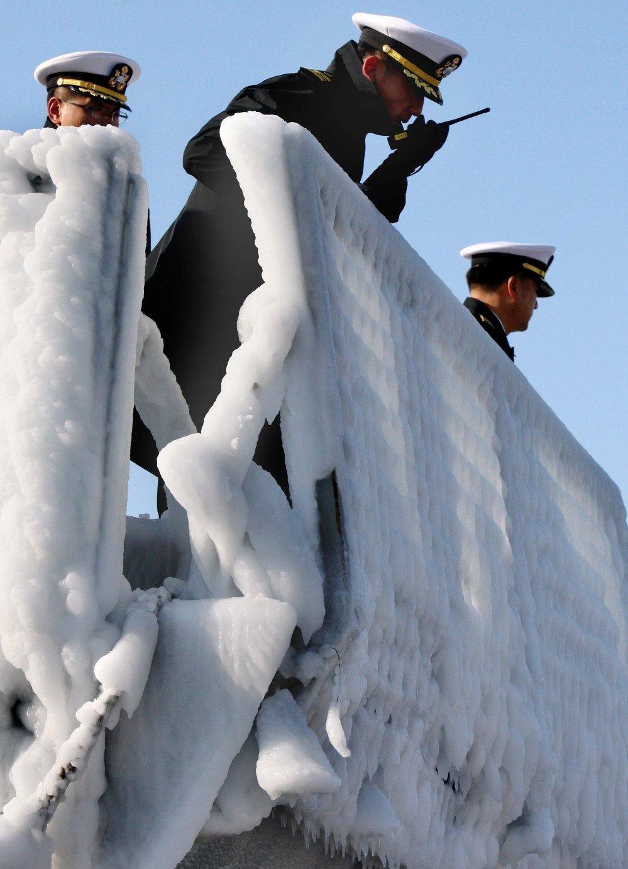 Acogida de un destructor de la República de Corea en el puerto de Vladivostok