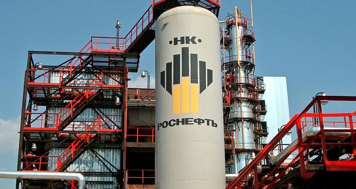 Extracción de petróleo en el territorio de Rosneft (archivo)