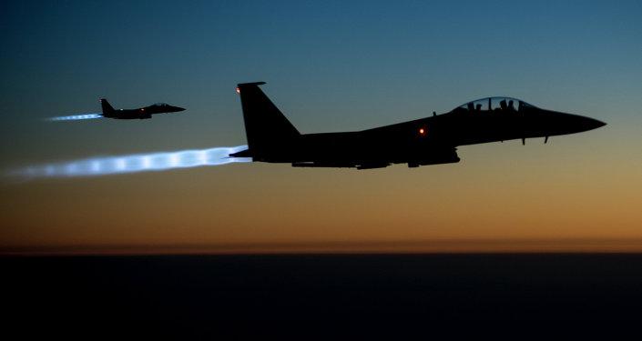 Líderes de EEUU y Turquía acuerdan aumentar presión contra el EI