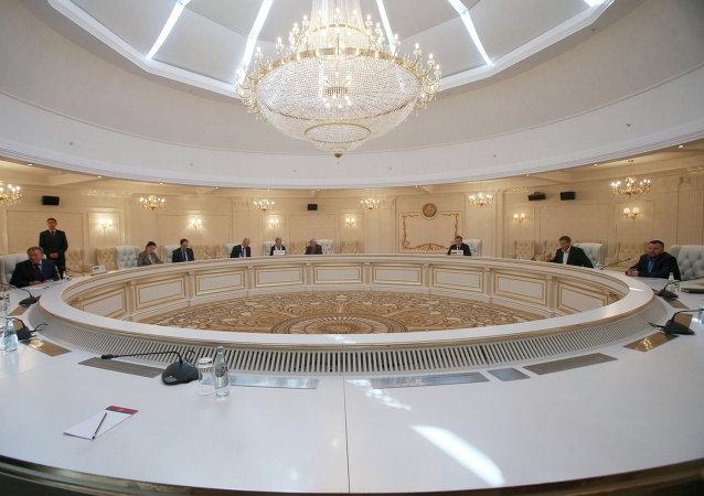 Reunión trilateral del Grupo de Contacto para el arreglo en Ucrania (archivo)