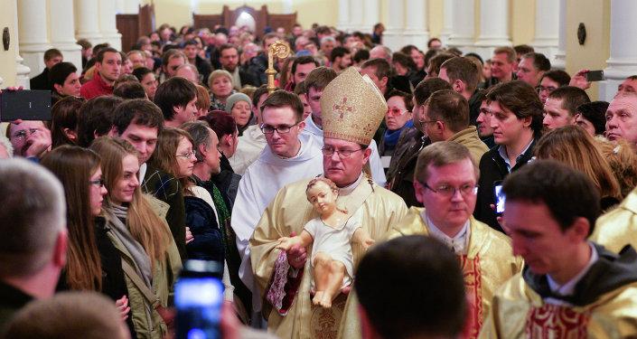 Arzobispo Paolo Pezzi durante la Santa Misa en la Catedral de la Inmaculada Concepción de Moscú