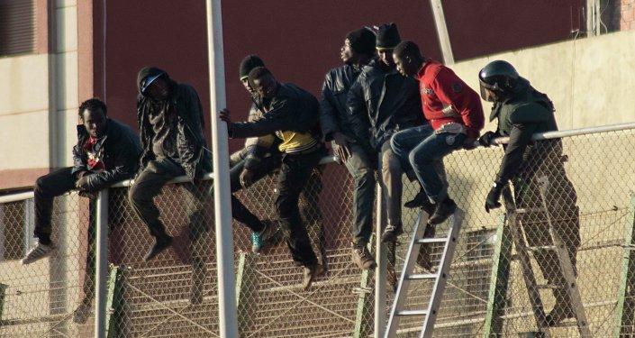 Alrededor de 200 inmigrantes logran entrar a Ceuta desde Marruecos