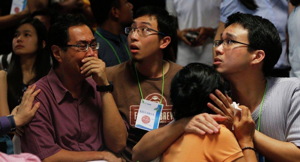Family members of passengers onboard missing AirAsia flight QZ8501 cry at a waiting area in Juanda International Airport, Surabaya December 30, 2014