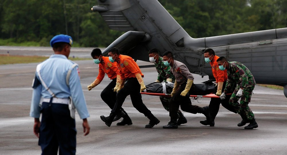The body of an AirAsia QZ8501 passenger is carried to an ambulance after being transported from a ship by a U.S. Navy helicopter from the USS Sampson at the airbase in Pangkalan Bun, Central Kalimantan January 4, 2015.
