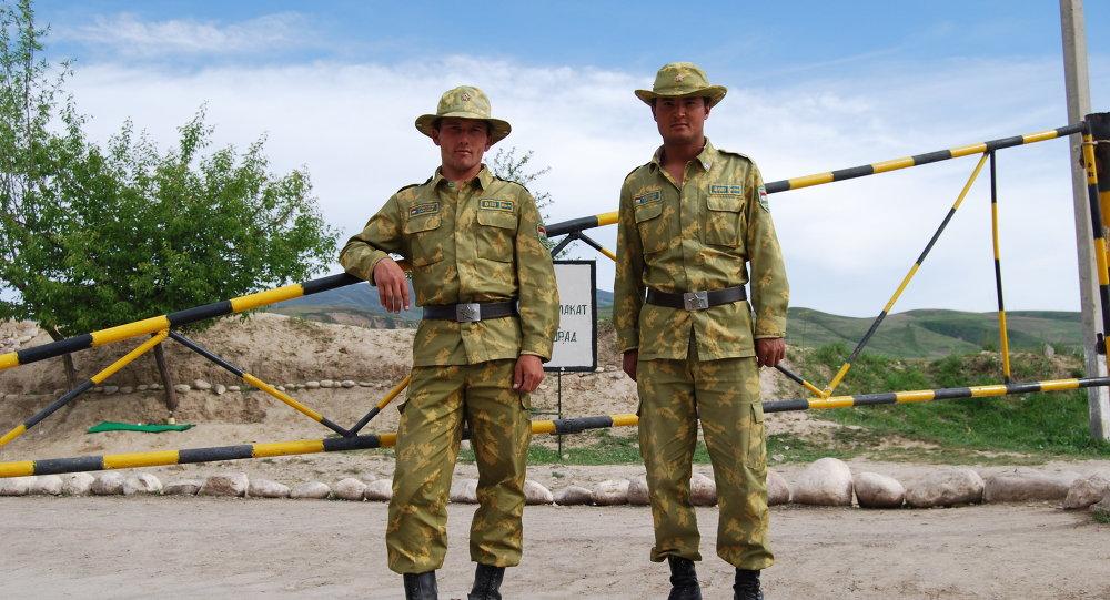 Таджикские пограничники на Памире(граница с Афганистаном)