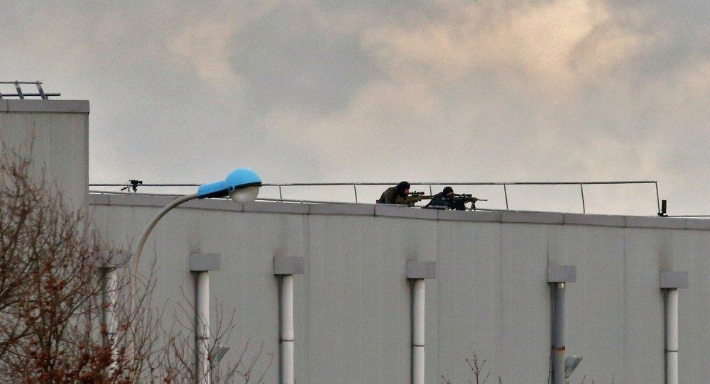 Французская полиция задерживает подозреваемых в теракте Charlie Hebdo
