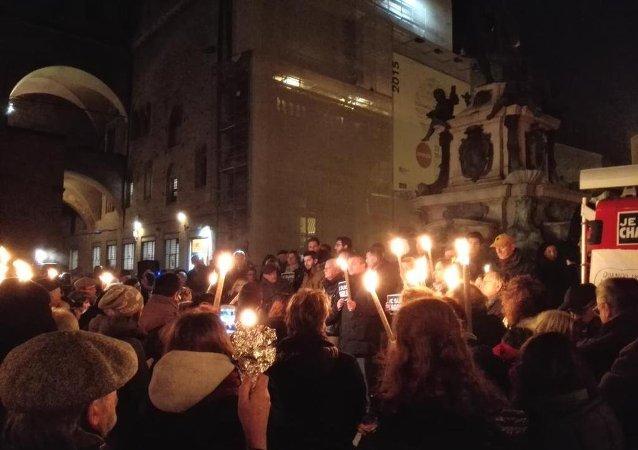 Мусульманская община в Болонье вышла на улицу в поддержку погибших карикатуристов Шарли Ебдо, 9 января 2015 года