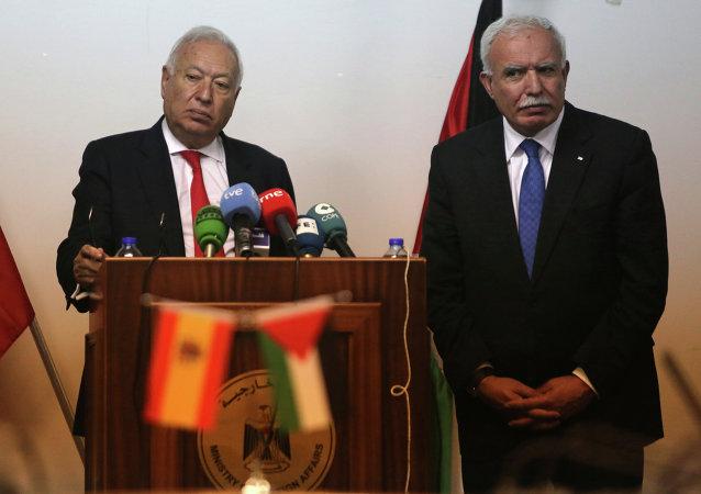 Ministro de Exteriores y Cooperación de España, José Manuel García-Margallo y su homólogo palestino, Riad Malki