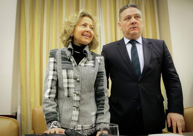 Nueva Fiscal General del Estado, Consuelo Madrigal y presidente de la Comisión de Justicia, Alfredo Prada Presa
