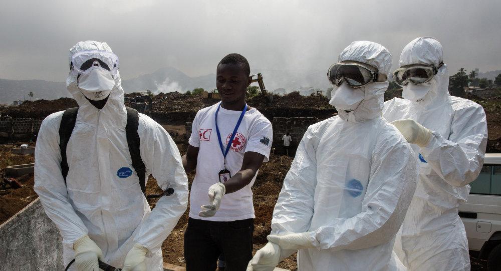 El ébola cambió hasta la manera de saludarse, observa trabajador humanitario