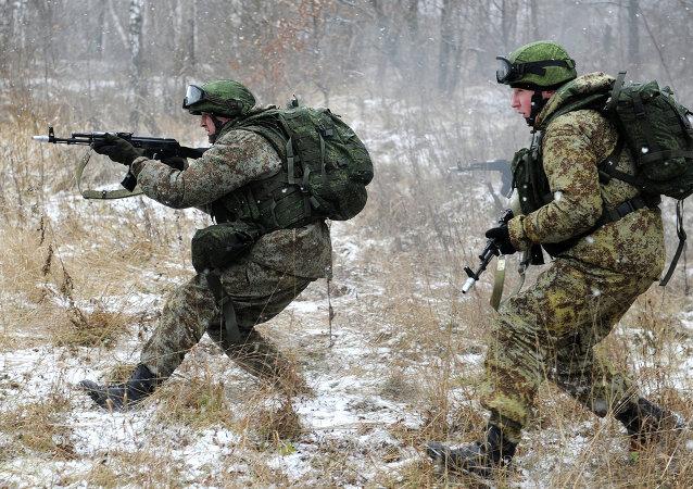 """Militares prueban el equipo ruso del """"soldado del futuro"""""""