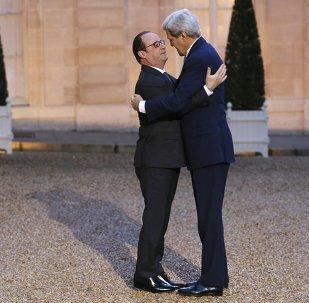 Presidente de Francia, François Hollande y secretario de Estado de EEUU, John Kerry
