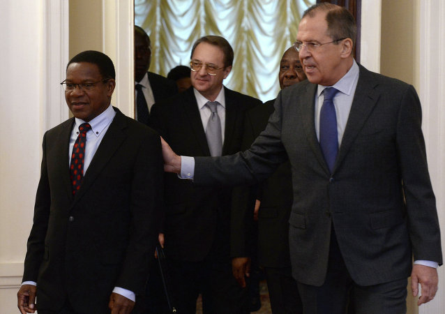 Ministro de Asuntos Exteriores y de Cooperación Internacional de Tanzania, Bernard Kamillius Membe y ministro de Exteriores de Rusia, Serguéi Lavrov