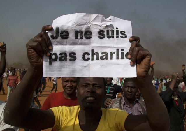 Incendian 45 iglesias en las manifestaciones contra Charlie Hebdo en la capital de Níger