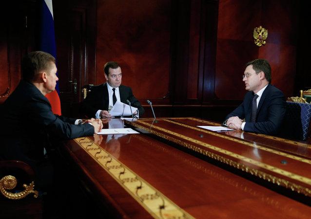 Alexéi Miller, primer ministro ruso, Dmitri Medvédev y ministro de Energía de Rusia, Alexandr Novak