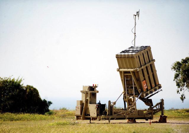Un lanzador móvil Iron Dome (Cúpula de Hierro)