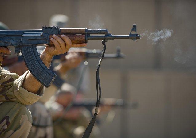 Un fusil de asalto AK-47 (Archivo)