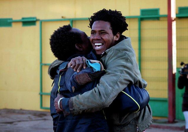 Inmigrante consigue saltar la valla fronteriza de Melilla