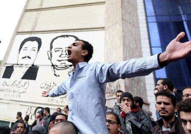 Once muertos en Egipto durante disturbios en el aniversario de sublevación contra Mubarak