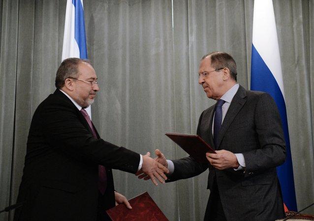 Ministro de Exteriores israelí, Avigdor Lieberman y ministro ruso de Asuntos Exteriores, Serguéi Lavrov
