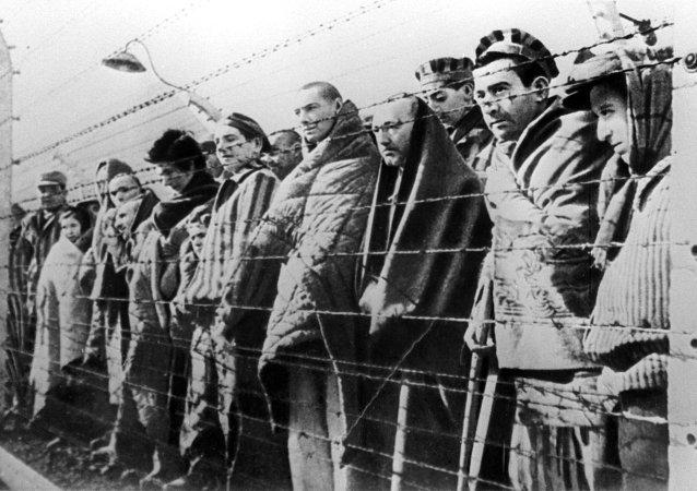 Prisioneros del campo de concentración de Auschwitz liberados por el Ejército Rojo en enero de 1945 (archivo)