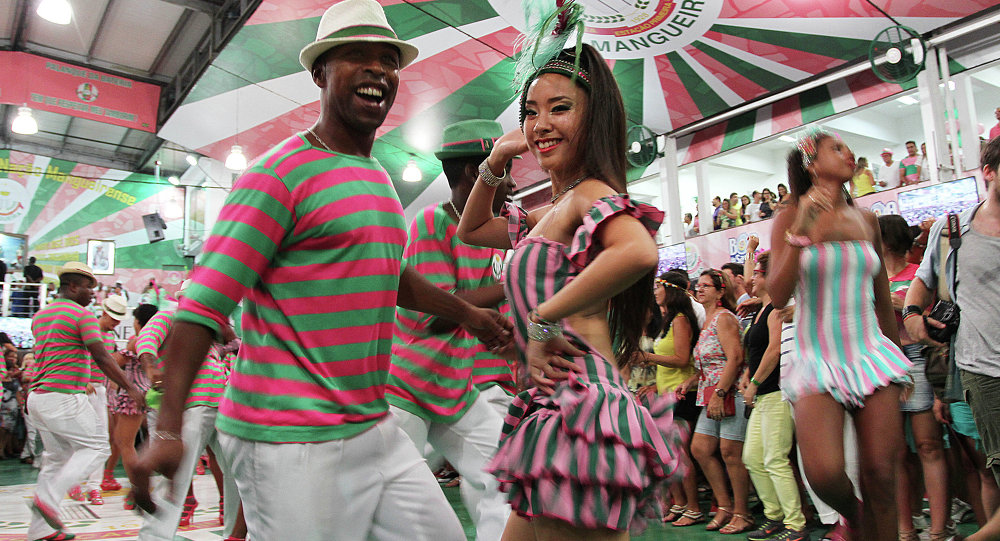 La pasista japonesa Saaya Suga durante el ensayo técnico en la escuela de samba de Mangueira