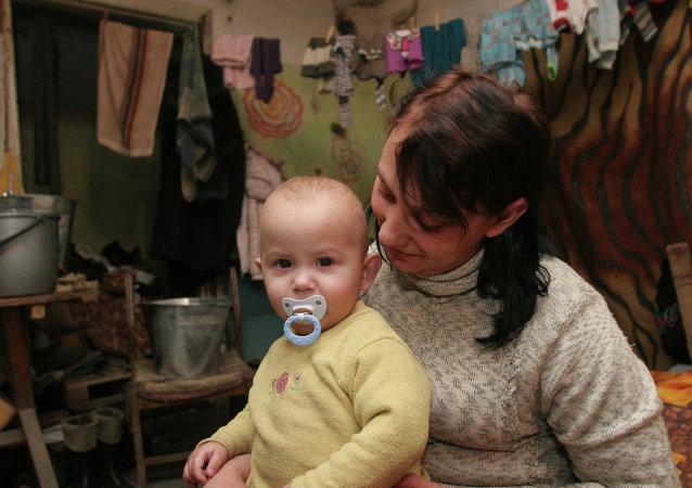 Más de 1.000 niños se esconden a diario en refugios antibombas de Donetsk, según Unicef