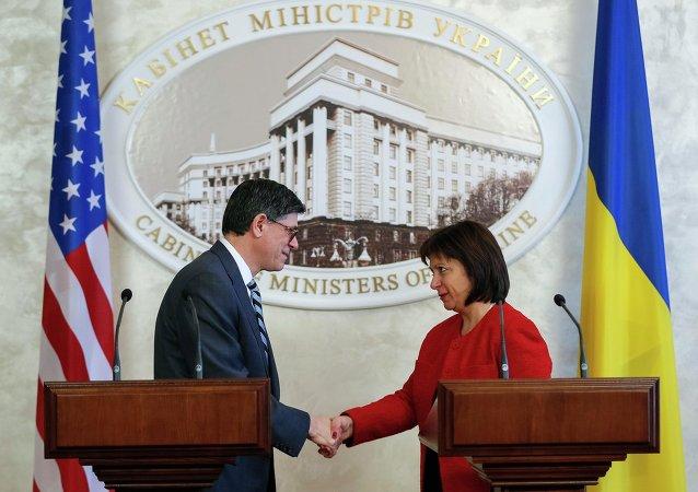 Ministro de Finanzas de EEUU, Jack Lew y ministra de Finanzas de Ucrania, Natalia Yaresko