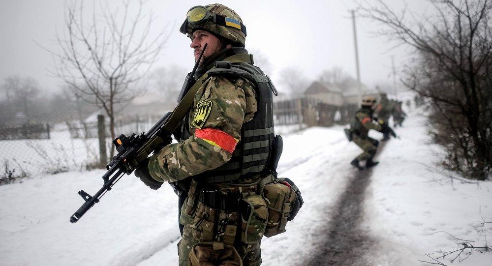 Militares ucranianos en Lugansk