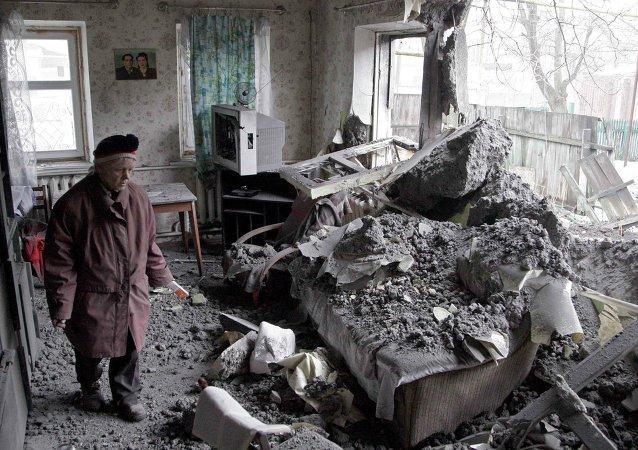 Influyente senador de EEUU reconoce el empleo de bombas de racimo por Kiev