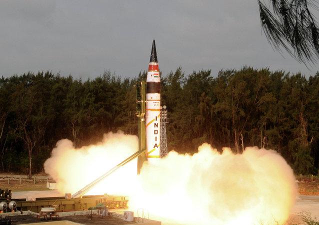 India prueba con éxito el misil balístico Agni-5