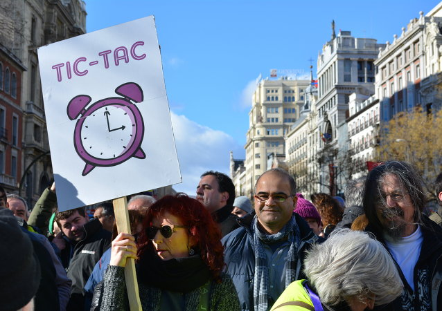 La Defensora del Pueblo denuncia la preocupación de los españoles por los asuntos sociales