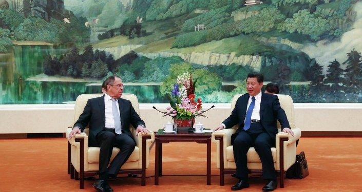 Ministro de Exteriores de Rusia, Serguéi Lavrov y presidente de China, Xi Jinping