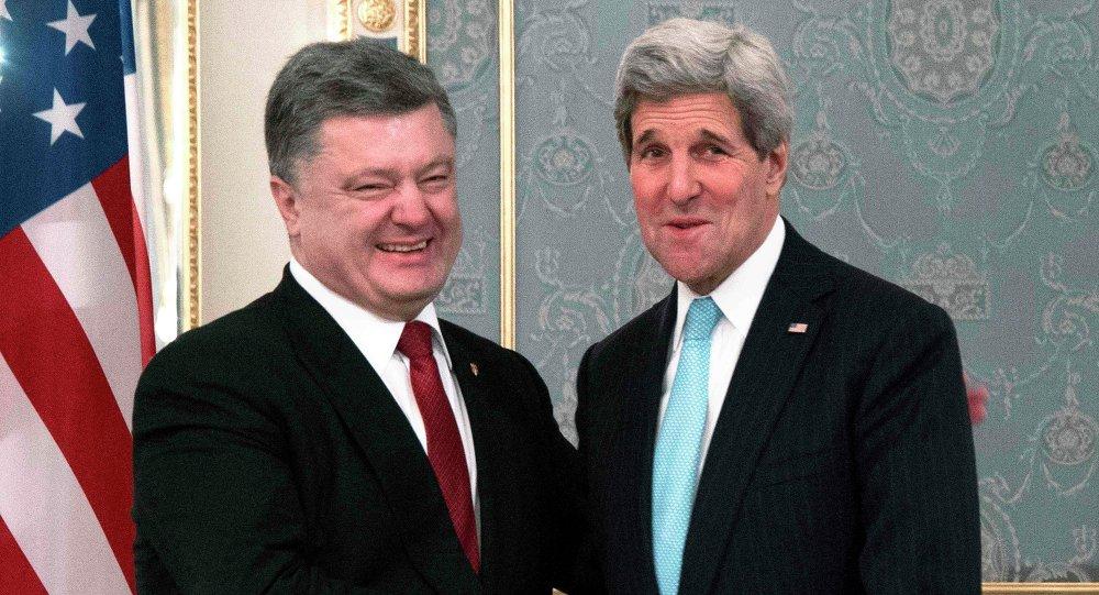 Secretario de Estado norteamericano, John Kerry y presidente ucraniano Petró Poroshenko
