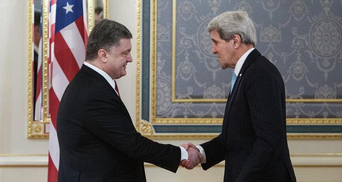 John Kerry, secretario de EEUU, y presidente de Ucrania Petró Poroshenko