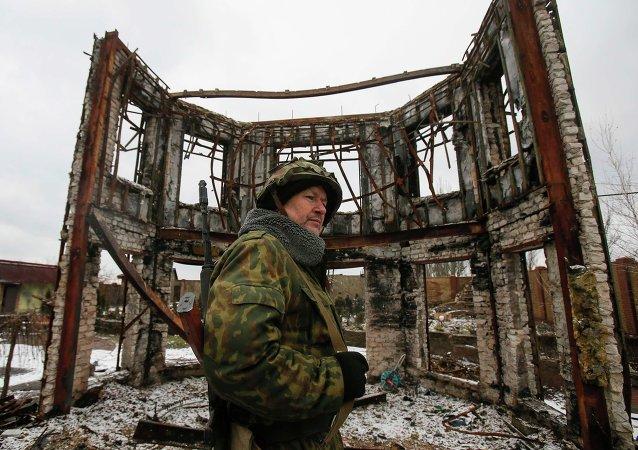 Miliciano de la República Popular de Donetsk en Uglegorsk