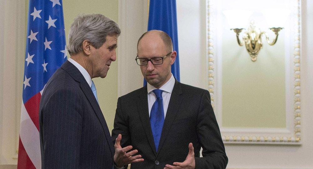 Secretario de Estado de EEUU, John Kerry y primer ministro de Ucrania, Arseni Yatseniuk