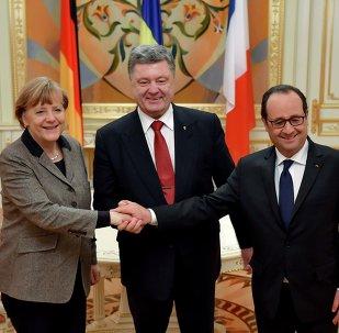 Cancillera de Alemania, Angela Merkel, presidente de Ucrania, Petró Poroshenko y presidente de Francia, François Hollande