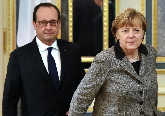 Presidente de Francia, François Hollande (izda.) y canciller de Alemania, Angela Merkel