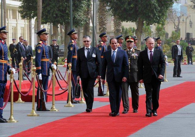 Presidente de Egipto, Abdelfatah al Sisi (izda.) y presidente de Rusia, Vladímir Putin