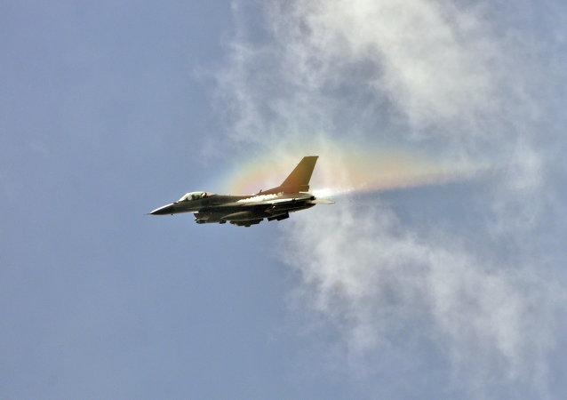 Caza F-16
