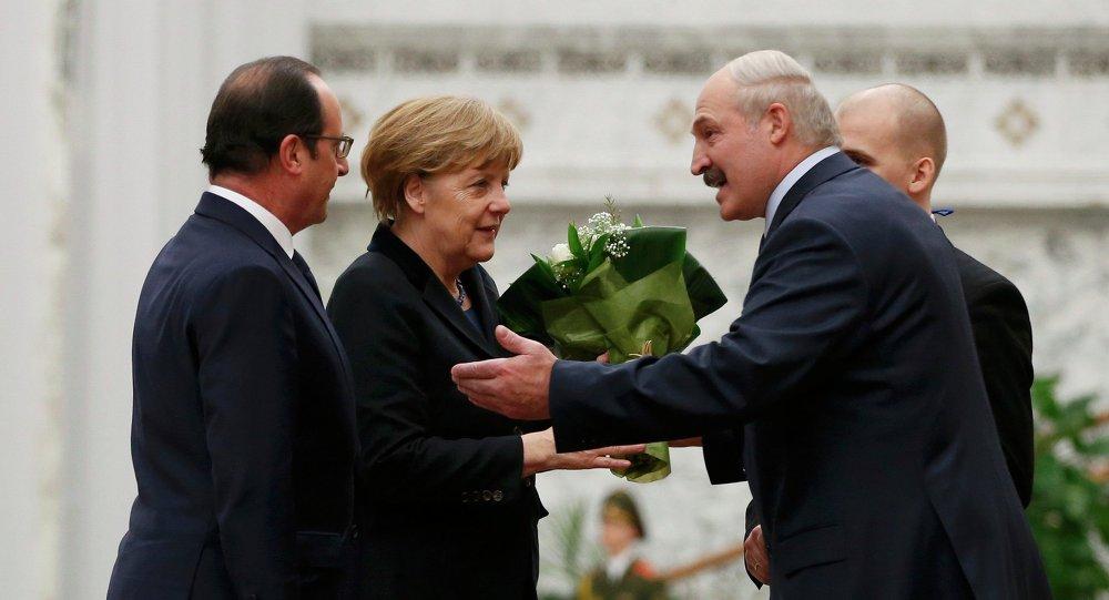 Alexandr Lukashenko acoge a los líderes de Francia y Alemania en Minsk