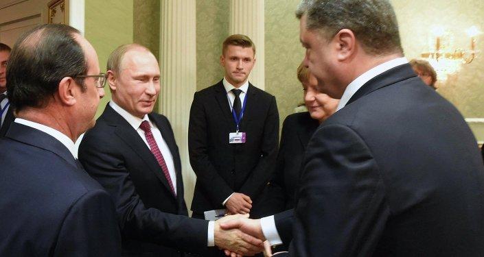 Presidente de Francia, François Hollande, presidente de Rusia, Vladímir Putin, canciller de Alemania, Angela Merkel, y presidente de Ucrania, Petró Poroshenko
