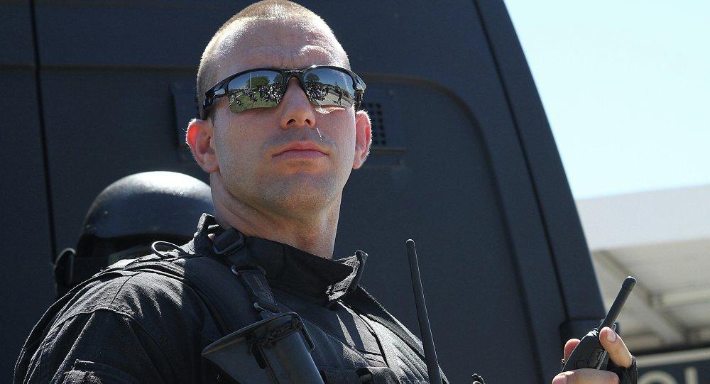 El Teniente Melo de la Unidad Táctica del BOPE dirige la negociación a las órdenes del Subcomandante Nunes en el Centro de Operaciones BRT