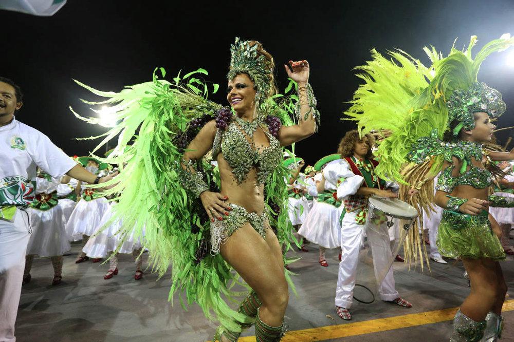 Participantes del carnaval en Sao Paulo